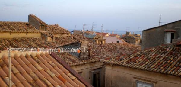 Un-tetto,-le-case,-la-storia:-la-memoria-passa-anche-da-qui..jpg