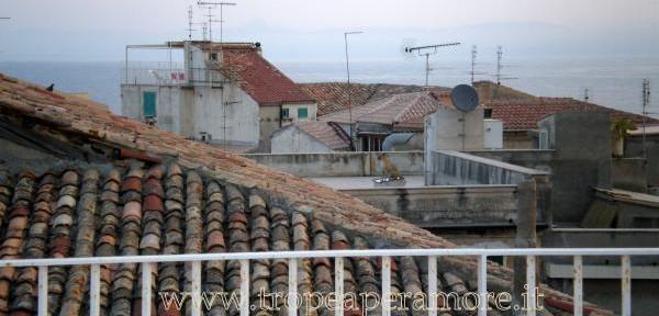 Un-tetto,-una-storia-antica,-una-prospettiva-intima-e-raccolta..jpg