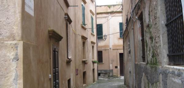 Tropea-ed-il-suo-centro-storico:-via-dell'Ospedale.jpg