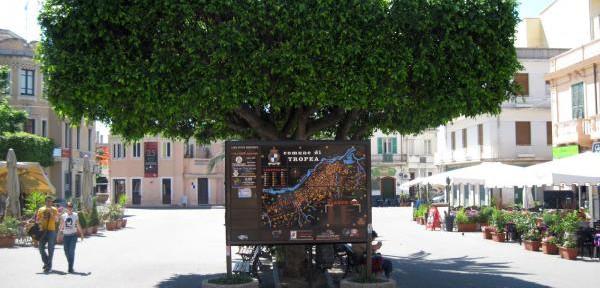 PIazza-Vittorio-Veneto---Tropea---Calabria.jpg