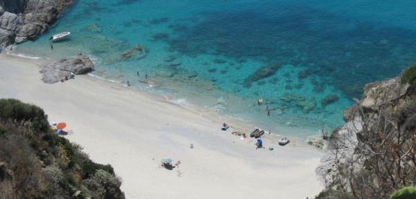 Spiaggetta-intima-di-Capo-Vaticano.jpg