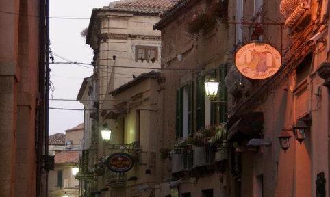 Tropea...Via-Roma-di-Sera.....jpg