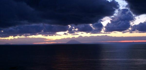 Ombre-e-luci-sullo-Stromboli.jpg