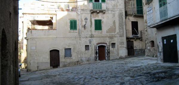 Largo-Abate-Sergio-angolo-Villetta-dell'isola.jpg