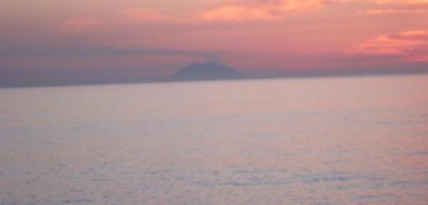 Un-tramonto-sullo-Stromboli.jpg