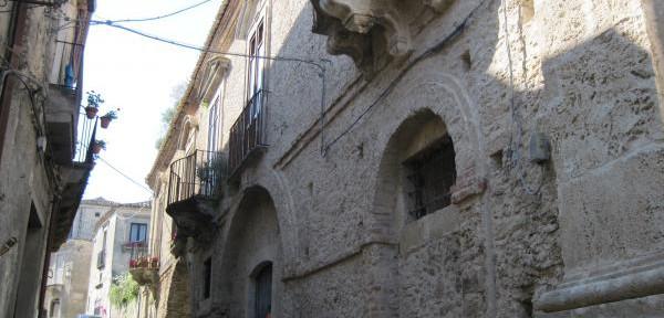Gerace---Calabria:-scorcio-del-centro-storico.jpg
